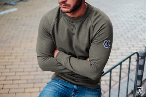 De regular olive sweater van PGwear bestel je natuurlijk bij PGwear Nederland, de officiële webshop voor Nederland en België